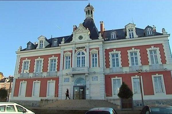 Qui siégera à l'hôtel de ville de Montceau-les-Mines au soir du second tour des municipales de mars prochain?