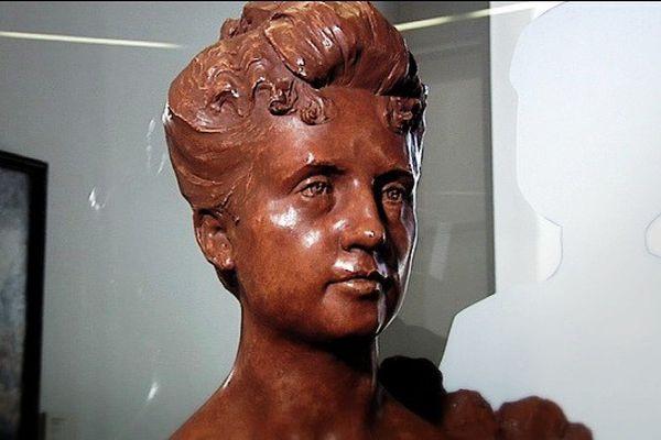 Le buste d'Ernestine Maucotel, épouse de Georges Richard, est conservé au musée de la vie Bourguignonne à Dijon.
