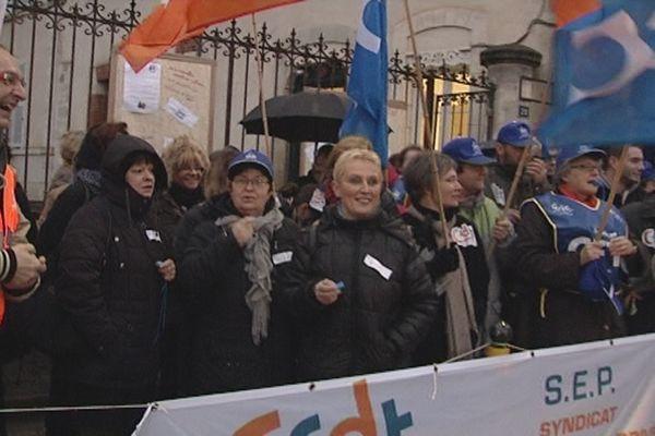 Lycée Ste Euverte: manifestation des personnels administratifs et d'éducation