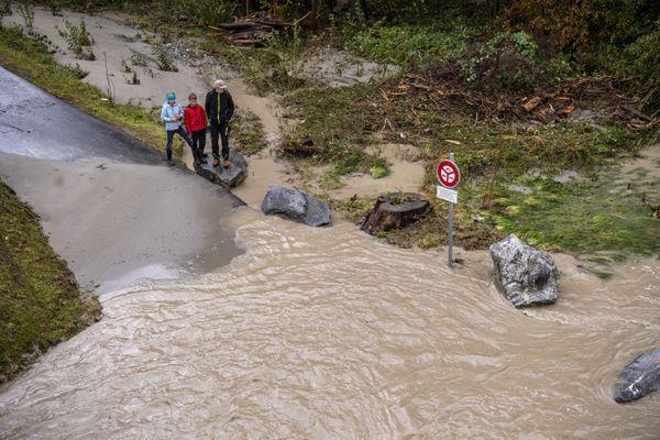 D'importantes inondations ont touché le canton d'Uri, en Suisse, après le passage de la tempête Alex dans la nuit de vendredi à samedi.