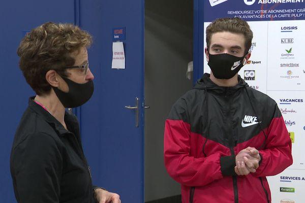 Cyrille Tirard vit depuis plusieurs semaines dans sa salle de sport avec son fils de 16 ans, Matthéo.