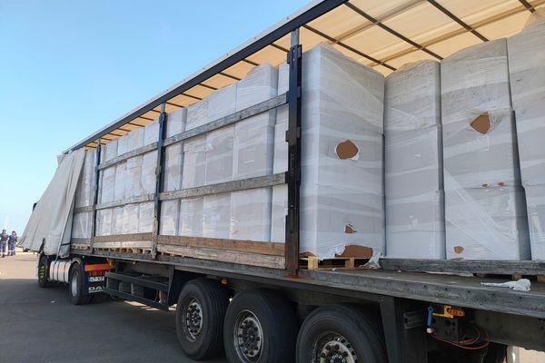 Officiellement, ce camion immatriculé en Espagne transportait des cartons d'emballage.