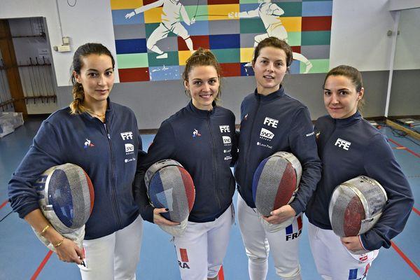 Charlotte Lembach, à droite sur la photo, avec ses partenaires de l'équipe de France de sabre, sélectionnée pour les JO de Tokyo, avec, à gauche, une autre Strasbourgeoise, Sara Balzer.