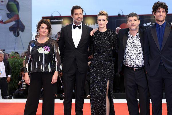 """Le réalisateur du film """"un peuple et son roi"""" Pierre Schoeller avec une partie de son équipe au festival international du film de Venise le 7 septembre 2018"""