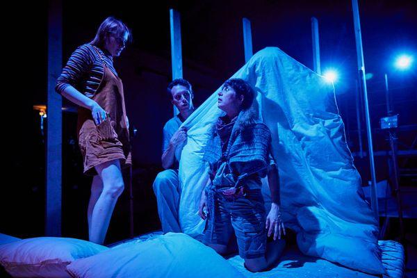 Matthieu Roy (au centre) dans son travail de mise en scène