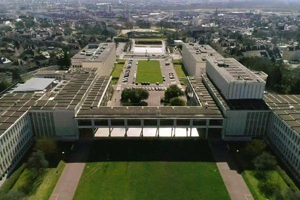 L'université de Caen a été reconstruite après-guerre.
