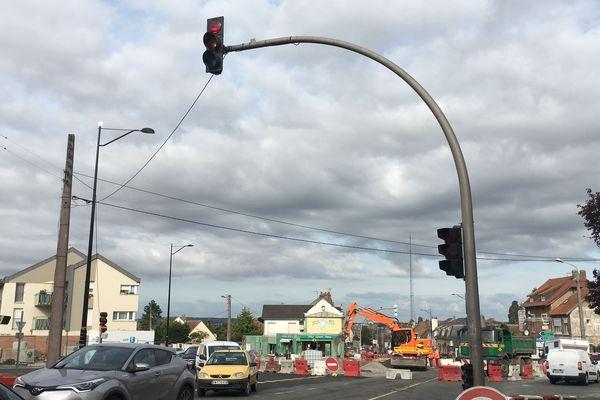 L'un des deux derniers feux tricolores situé sur la route d'Amiens à Abbeville - 6 septembre 2019