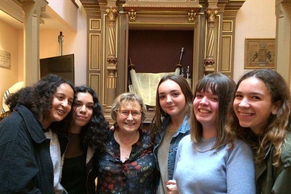 En mai 2017, dans l'ancienne synagogue de Clermont-Ferrand, Suzanne Berliner raconte son histoire aux élèves de 1ère ES du lycée Jeanne d'Arc.