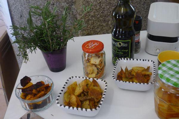 L'attitude zéro déchet passe par l'art d'accommoder des restes : avec des épluchures de légumes, on peut faire des chips.