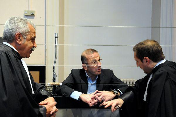 Jacques Mariani (au centre), condamné à 5 ans de prison, serait actuellement en Garde à vue à Marseille