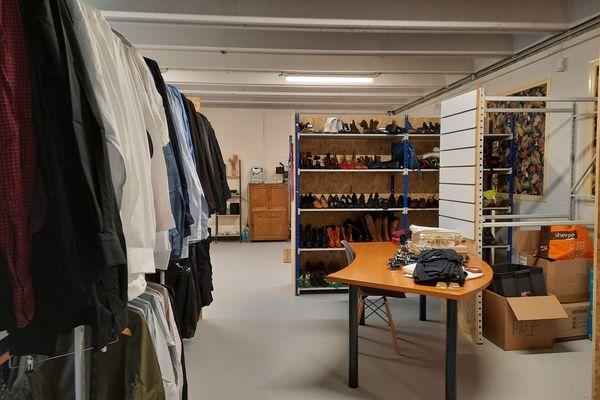 Les demandeurs d'emploi ont un large choix de vêtements pour préparer au mieux leurs entretiens professionnels.