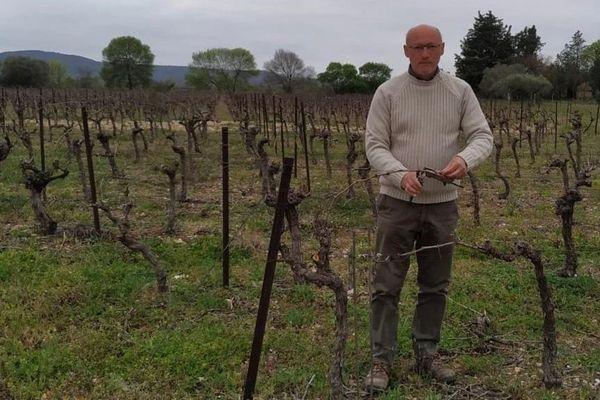 Serge Virenque, le viticulteur victime du vol, dans ses vignes à Saint-André-de-Sangonis.  24/03/20