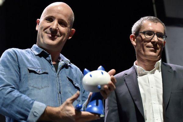 Etienne Davodeau et Benoît Collombat reçoivent le Prix du public Cultura