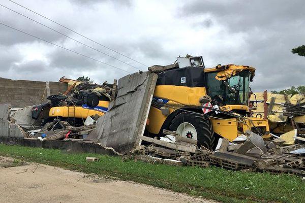 A Vendeuvre-sur-Barse, les intempéries ont complètement détruit cet entrepôt de maintenance agricole