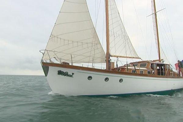 Le Dauphin Vert en navigation au large de La Rochelle.