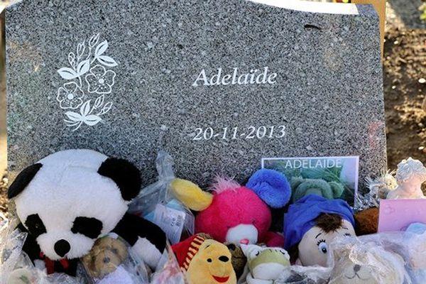 La tombe d'Adélaïde à Boulogne-sur-mer.