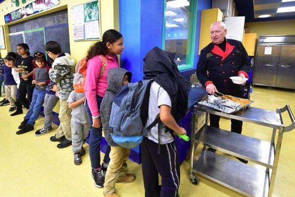 Le programme de Serato visant à fournir des repas aux enfants défavorisés a commencé en avril 2005, alors qu'il apprenait que les enfants se couchaient affamés lors d'une visite dans un club garçons et filles.