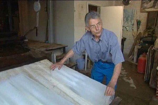 Robert Giroux fabrique de la glace depuis plus de 30 ans.