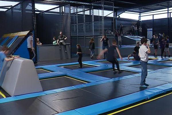 Les trampolines sont l'une des attractions favorites des jeunes visiteurs.