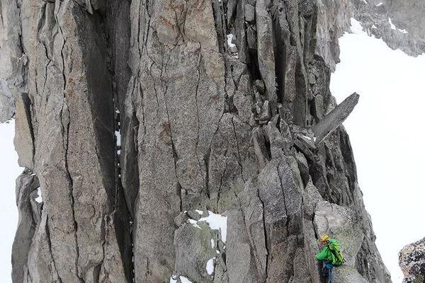 Jour 23 : arête des Salenques (5 sommets) Pierre Drouilhet lors d'une petite éclaircie après les difficultés, vers le dernier sommet, plus qu'une... euh... 3h.