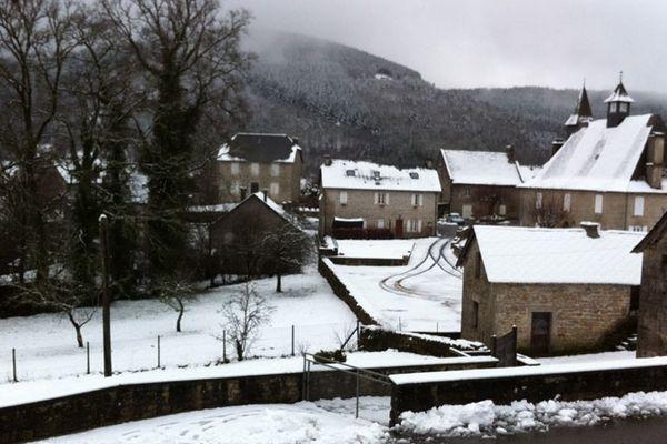 le bourg de Chaumeil (Corrèze) sous la neige, mercredi 6 février 2012