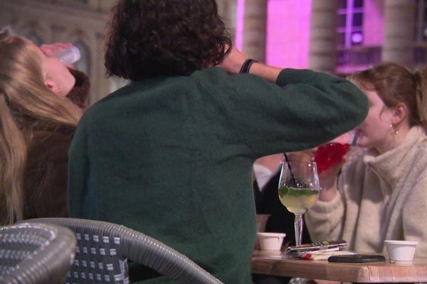 La consommation d'alcool est interdite sur la voie publique à partir du 29 novembre (image d'illustration)