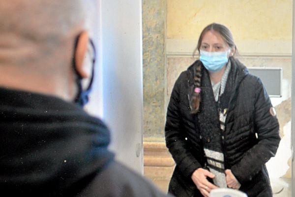 Enlarmes,Audrey Louvet, co-accusée a raconté sonenfance maltraitée,sesrapports tarifés, sa vie chaotique.