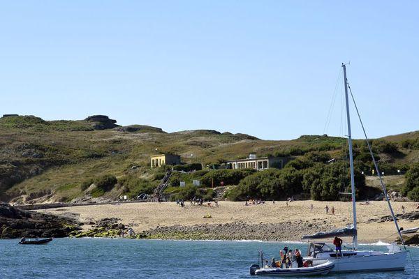 L'île de Cézembre pourra accueillir le public pour des visites guidées dès avril prochain.