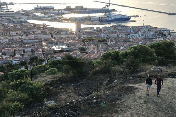 Un incendie a ravagé environ 3000 mètres carré d'herbes basses sur les hauteurs du Mont Saint-Clair, à Sète, dans l'Hérault.