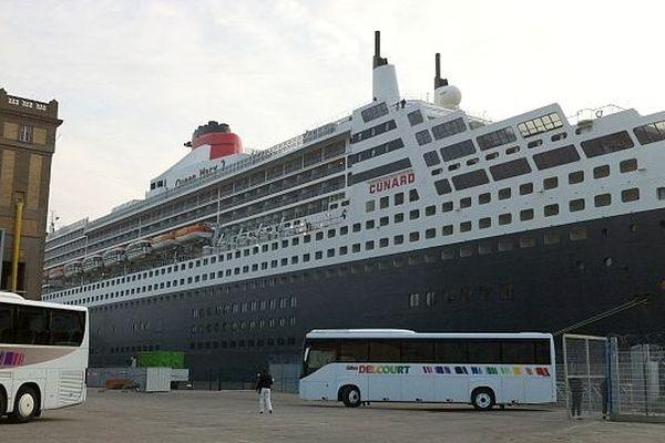 Le paquebot Queen Mary 2 à Cherbourg, dimanche 7 septembre 2014