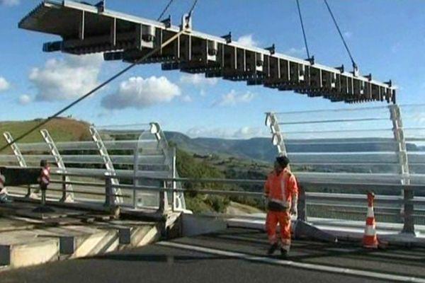 Millau (Aveyron) - travaux sur la chaussée du viaduc - octobre 2012.