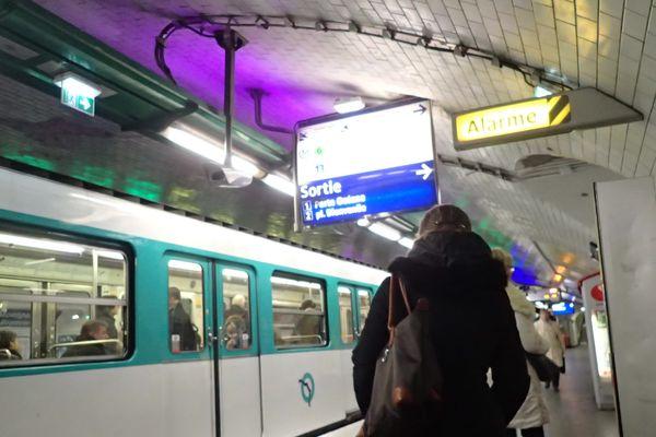 Une station du métro parisien (illustration).