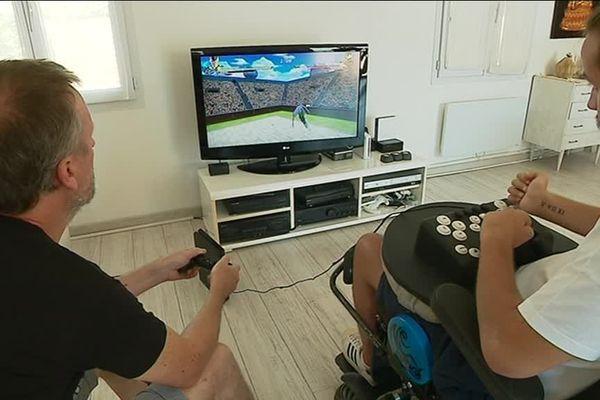 Théo Jordan et David Combarieu créent des manettes spécialement adaptées aux handicaps de chaque joueur