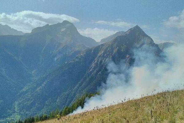 Feu de végétation aux Deux Alpes