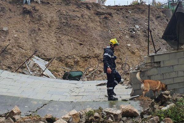 Un mur s'est effondré sur la RD15 commune de Contes lors des inondations du 22 et 23 novembre 2019