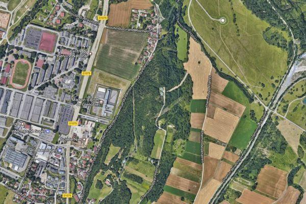 La maison d'arrêt de Grenoble est située en dehors de l'agglomération, à Varces-Allières-et-Risset.