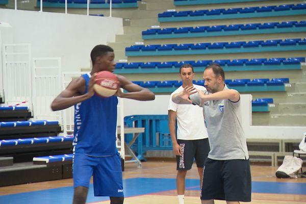 Reprise de l'entraînement du SQBB avec le coach, Julien Mahé et en présence du préparateur physique, Eric Lecomte.