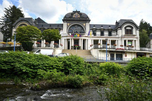"""Les Grands Thermes de la Bourboule et Le casino de La Bourboule. (archives) Des bâtiments """"Belle Epoque"""" qui évoquent l'histoire et le patrimoine des villes d'eau."""