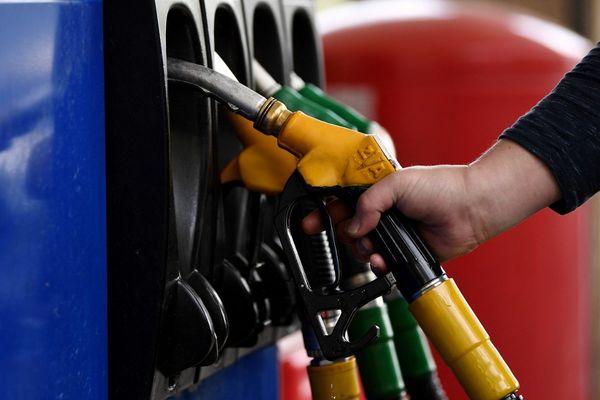 En Corse, le prix du carburant est en moyenne 6 % plus élevé que sur le continent.