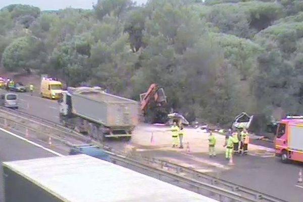 La circulation a été totalement interrompue ce matin au niveau de Roquebrune-sur-Argens dans le Var suite à un accident.