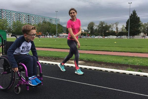 L'ASM organise les journées sports et handicaps, du vendredi 21 au dimanche 23 juin, à Clermont-Ferrand. Hugo Civiale, 14 ans, a réalisé 3 tours de piste.