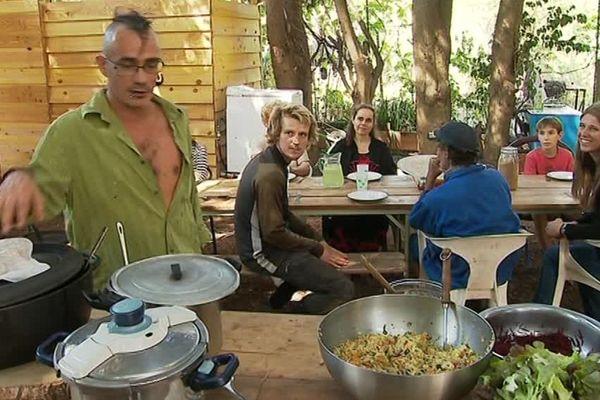 Le repas collectif avec les légumes du potager