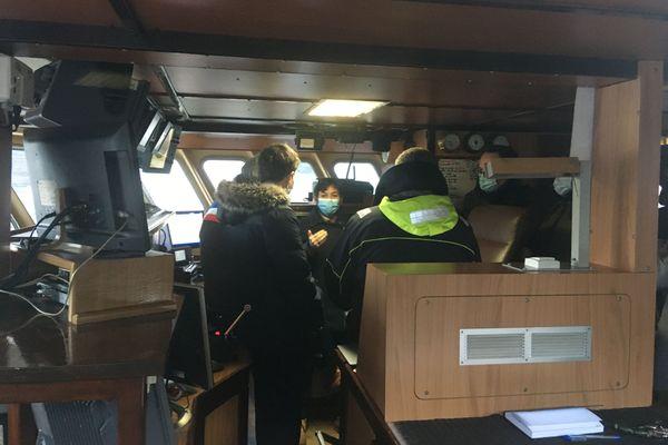 Annick Girardin à bord du Vauban, un chalutier de Port-en-Bessin le 7 janvier 2021