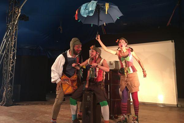 """La """"Chapiteau Théâtre Compagnie"""" présente """"Voyage"""" au festival de Chalon 2017, de quoi réveiller l'imaginaire des petits et des grands."""