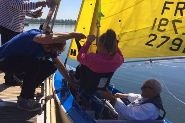 L'Aquatic club d'Alsace et de Lorraine a pu acheter un voilier à 15000 euros grâce à des sponsors publics et privés pour emmener naviguer des personnes handicapées.