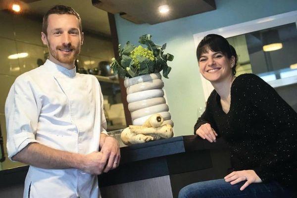 """Maxime et Claire Voisin, les propriétaires du restaurant """"De Sel et l'Ardoise""""."""