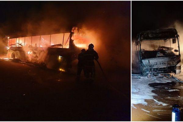 Le bus a intégralement brûlé.