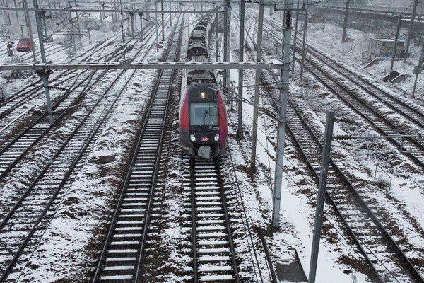 Les voies enneigées de la Gare de l'Est à Paris