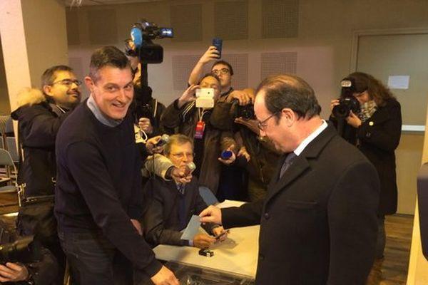 Le Président François Hollande a voté peu après 10 heures 30 ce dimanche 13 décembre 2015 à Tulle