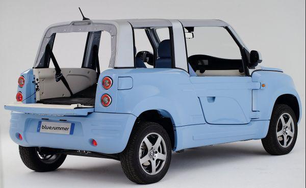 Le cabriolet Bluesummer, voiture électrique Bolloré fabriquée par PSA La Janais